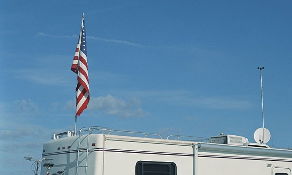 rv-telescoping-flag-pole